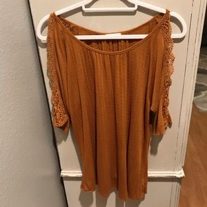 Maurice gold colored cold shoulder top Sz large
